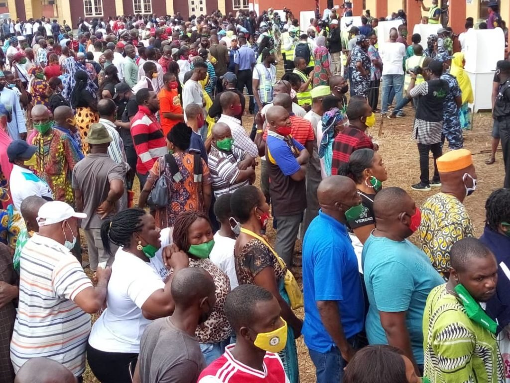 PHOTOS: Edo Voters Not Observing Social Distancing