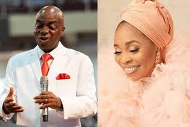 Top Alabi Thrown To A State Of Shock After Bishop Oyedepo Stormed Her Birthday Party (Video) - ABTC